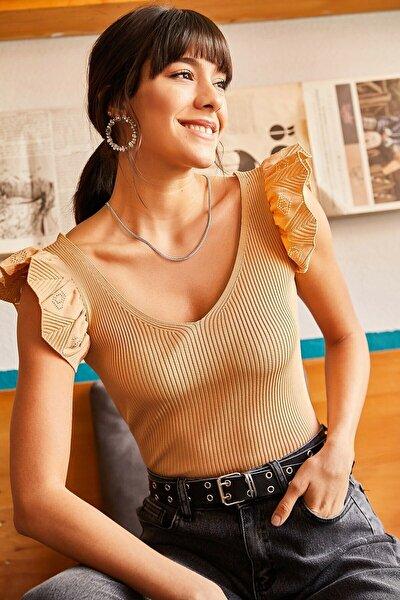 Kadın Bej Giyim Omzu Fırfır Detaylı V Yaka Triko Bluz
