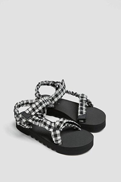 Tırtıklı Tabanlı Pötikareli Sandalet