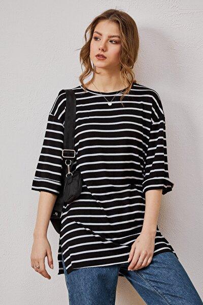 Kadın Siyah Çizgili Salaş Oversize Yırtmaçlı T-shirt