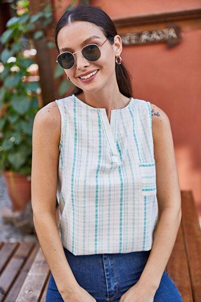 Kadın Yeşil Yakası Açık İnce Çizgili Cepli Kolsuz Bluz ARM-21K001186