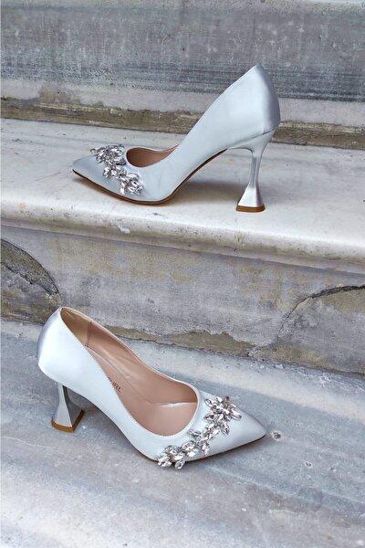 Gümüş Saten 9 Cm Şampanya Topuk Su Yolu Aksesuarlı Stiletto Kadın Ayakkabı