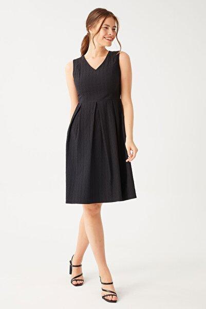 Kadın Siyah Kolsuz Pilili Elbise