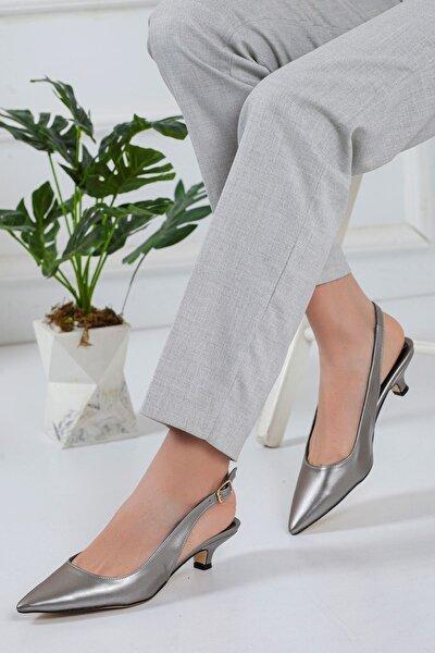 Solen Kısa Topuklu Sivri Burun Ayakkabı Platin