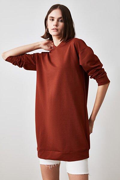 Kahverengi Kapüşonlu Örme Sweat Elbise TWOAW20EL1554