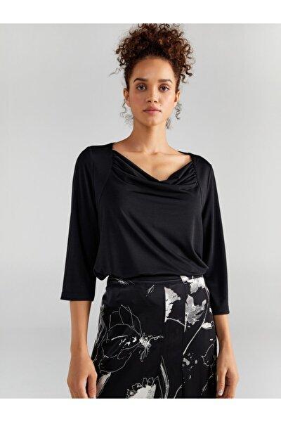 Kadın Siyah Degaje Yaka T-shirt