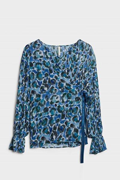 Kadın Mavi Desenli Plise Detaylı Bluz 0KKGM6019X