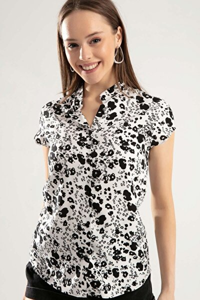 Kadın Beyaz Siyah Baskılı Hakim Yaka Kısa Kollu Gömlek PTTY20S-386