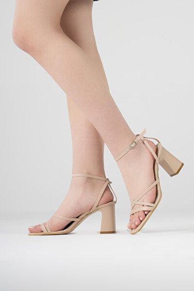 Kadın Bej Yazlık İnce Bantlı Kalın Topuklu Ayakkabı