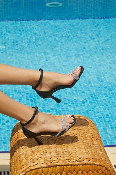 Kadın Taş Detaylı Topuklu Ayakkabı