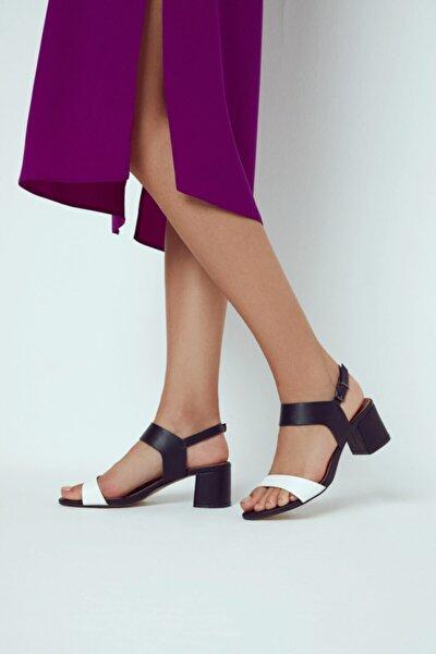 Kadın Siyah Beyaz Topuklu Sandalet