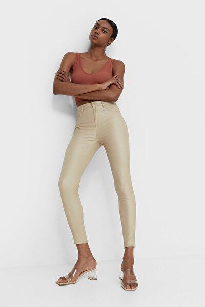Kadın Krem Rengi Mumlu Görünümlü Yüksek Bel Pantolon