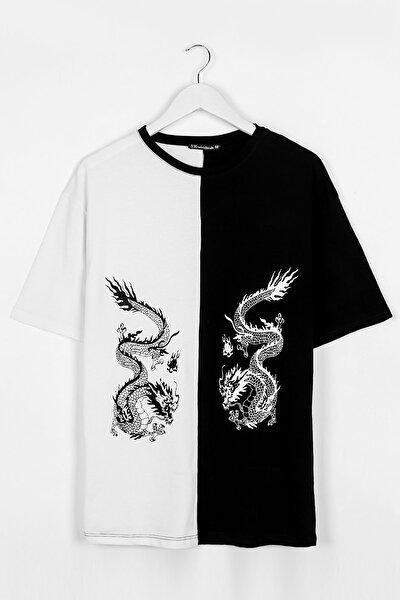 Ejderha Baskılı Siyah - Beyaz Parçalı Oversize Unisex Tshirt