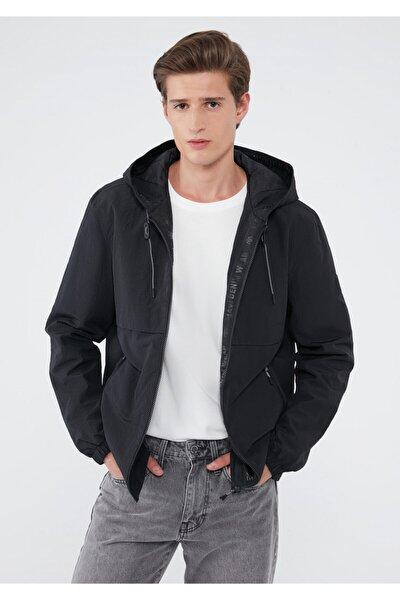 Fermuarlı Siyah Ceket