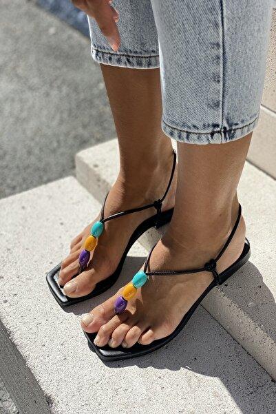 Boncuk Aksesuarlı Sandalet