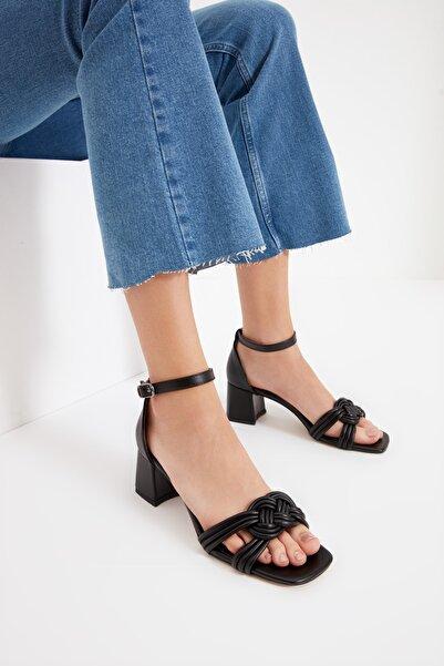 Siyah Bilekten Bağlamalı Kadın Klasik Topuklu Ayakkabı TAKSS21TO0080