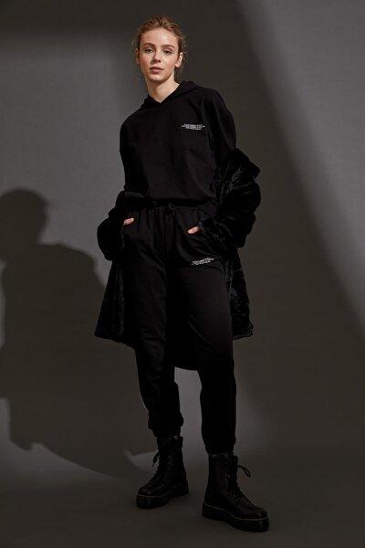 Kadın Siyah Organik Pamuklu Yazı Baskılı Jogger Eşofman Altı S1123AZ20AU