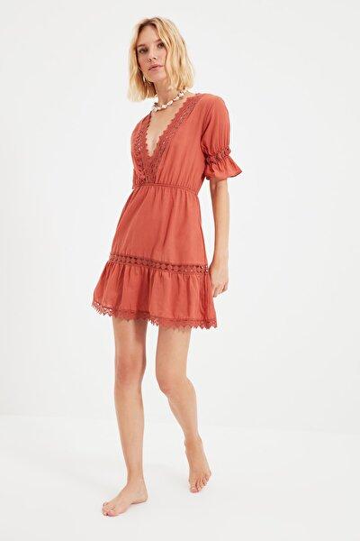 Kahverengi Şerit Aksesuarlı Plaj Elbisesi TBESS21EL4116