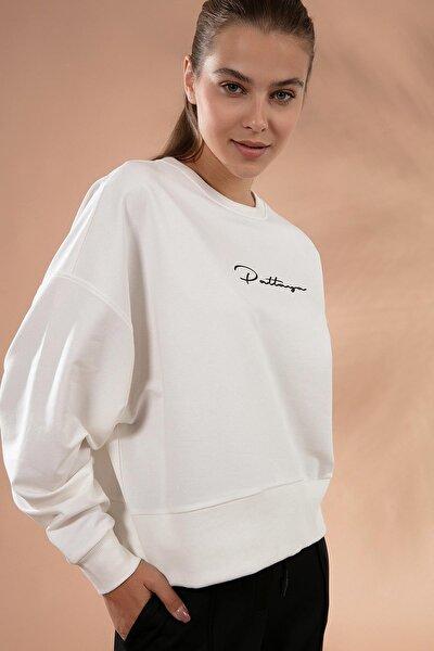 Kadın Beyaz Bisiklet Yaka Pattaya Baskılı Sweatshirt P20W-4424