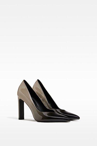 Siyah Renk Topuklu Ayakkabı.