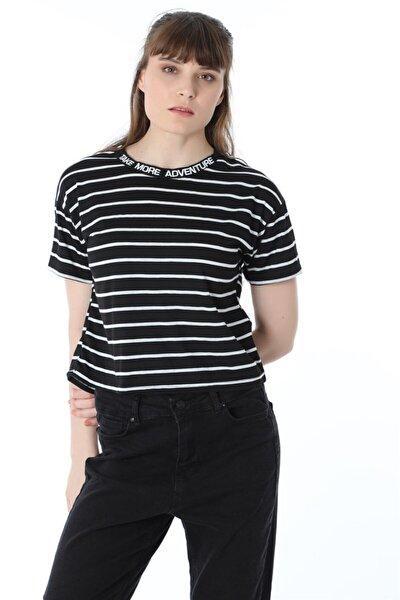 Yaka Nakışlı Çizgili Kısa Crop T-shirt - Siyah