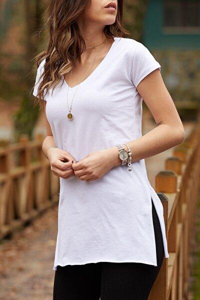 Kadın Beyaz V Yaka Yırtmaçlı Basic T-shirt