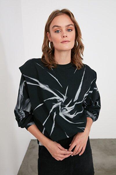 Siyah Desenli ve Vatkalı Örme Sweatshirt TWOAW21SW1271