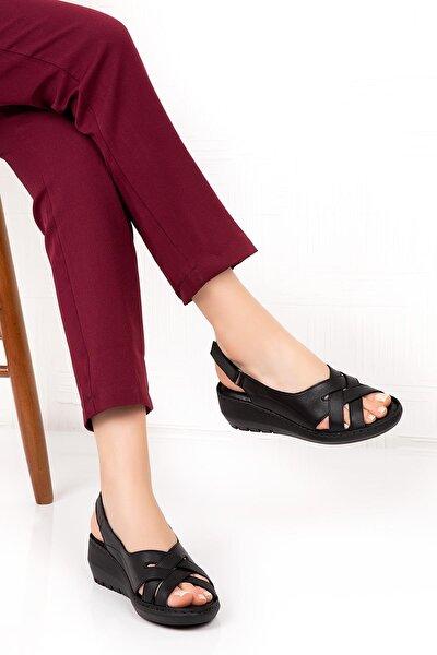 Kadın  Siyah Hakiki Deri Dolgu Topuk  Sandalet