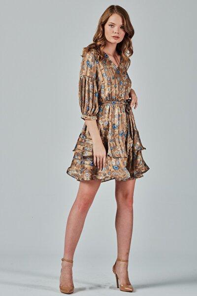 Kadın Kahverengi Çiçek Desenli Eteği Volanlı V Yaka Elbise Je88991