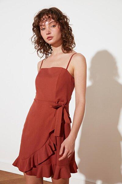 Kahverengi Petite Volanlı Elbise TWOSS21EL2716
