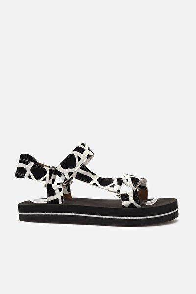 Siyah İnek Desenli Kadın Sandalet TAKSS21SD0028