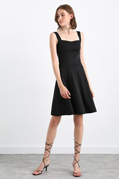 Kolsuz Volanlı Elbise