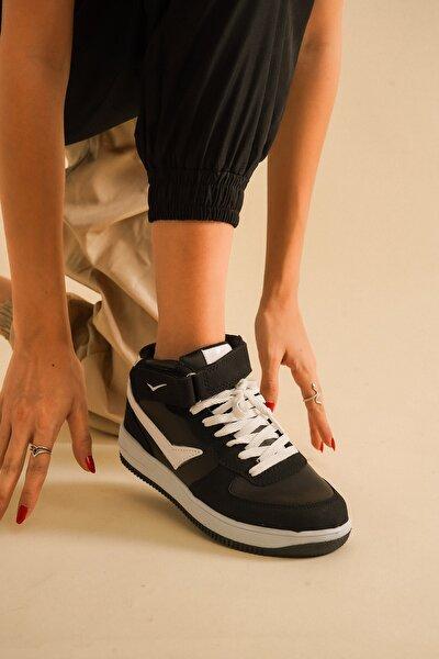 Siyah Beyaz Spor Ayakkabı