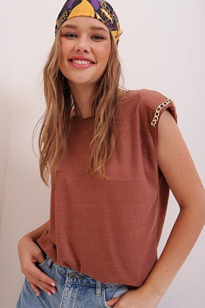Kadın Çikolata Omuzu Vatkalı Aksesuarlı Kolsuz Bluz ALC-X6923