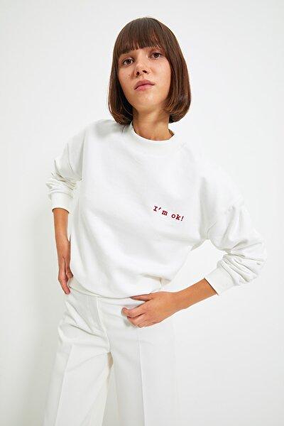 Ekru Nakışlı Basic Örme Şardonlu Sweatshirt TWOAW21SW1061