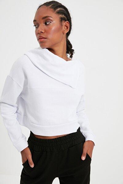 Beyaz Fermuarlı Dik Yaka Crop Şardonlu Örme Sweatshirt TWOAW21SW0121