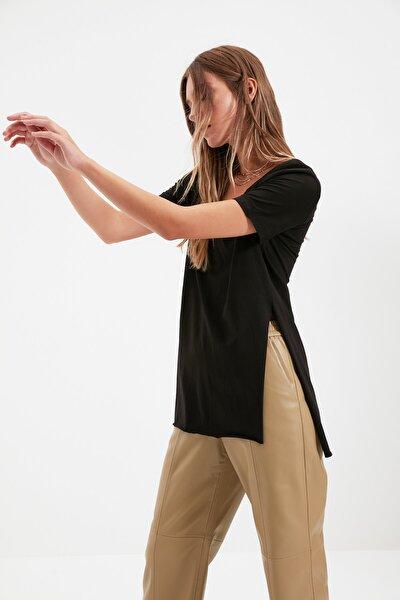 Siyah V Yaka Asimetrik Örme T-Shirt TWOSS20TS0927