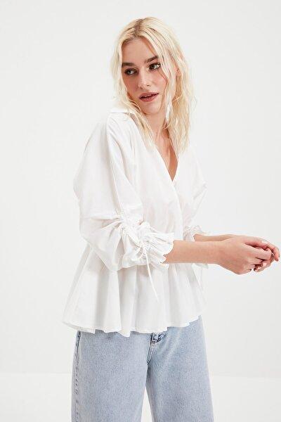Beyaz Büzgü Detaylı Bluz TWOSS20BZ0965