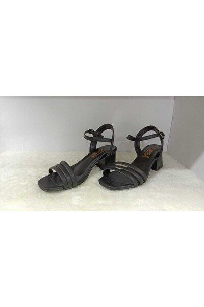 Kadın Siyah Üç Bantlı Topuklu Ayakkabı