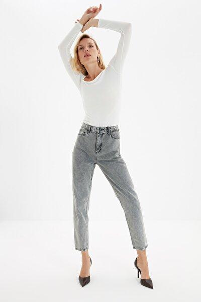 Gri Asit Yıkamalı Yüksek Bel Mom Jeans TWOSS20JE0164