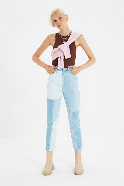 Mavi Renk Bloklu Dikiş Detaylı Yüksek Bel Mom Jeans TWOSS21JE0103