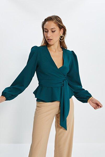 Zümrüt Yeşili Kuşaklı Kruvaze Yaka Bluz TWOAW20BZ1089