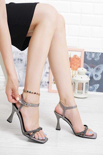 Platin İnce Pırlanta Taşlı Bilekten Tokalı Topuklu Ayakkabı