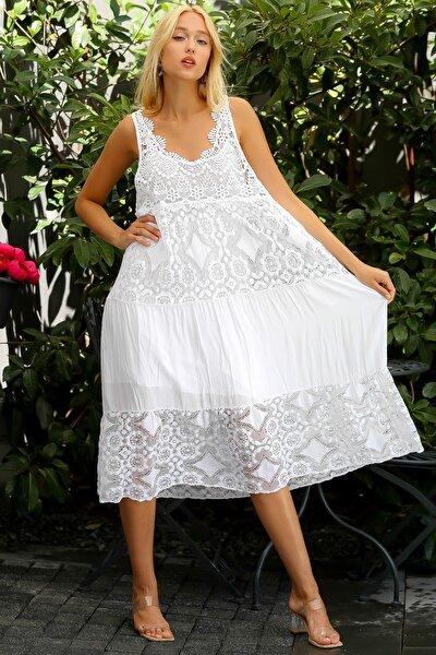 Kadın Beyaz İtalyan Özel Tasarım Dantel Kolsuz Astarlı Uzun Elbise M10160000EL94341
