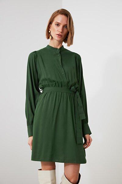 Yeşil Kuşaklı Dik Yaka Elbise TWOAW21EL1072