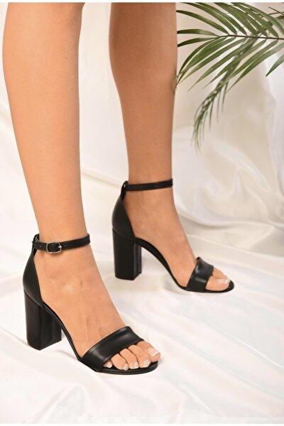 Siyah Tek Bantlı Kadın Klasik Topuklu Ayakkabı