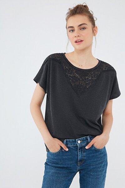 Kadın Siyah Tişört 1600990-900