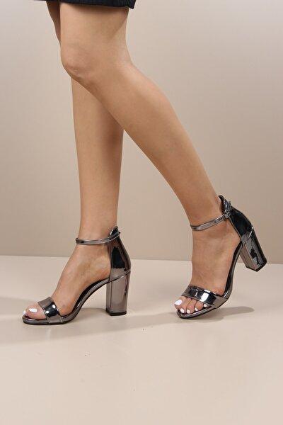 Kadın Kalın Topuk Yüksek Tek Bantlı Ayakkabı