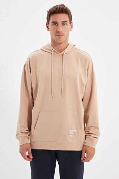 Bej Erkek Kapüşonlu Oversize Uzun Kollu Etiket Aplikeli Basic Sweatshirt TMNSS21SW0221