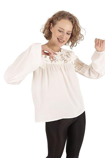 Dantel Detaylı Beyaz Bluz