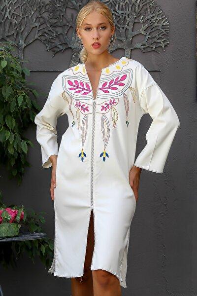 Kadın Ekru Retro Dev Çiçek Nakışlı Trim Detaylı Ön Ve Yanları Yırtmaç Dokuma Elbise M10160000EL94208
